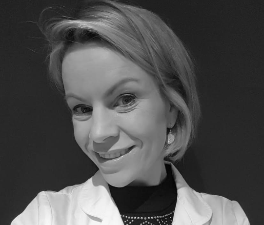 dr-emma-smith-black-and-white